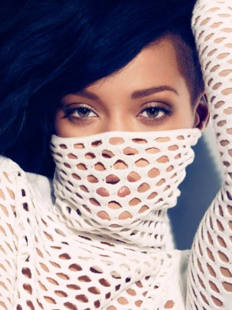Rihanna looks good even when half of her face is covered up!